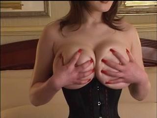 Déesse japonaise aux énormes seins