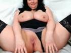 Milf nue en lingerie avec ses bottes de cuir